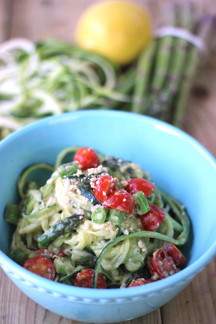 creamy avocado zucchini pasta healthy summer recipe healthnut nutrition. Black Bedroom Furniture Sets. Home Design Ideas