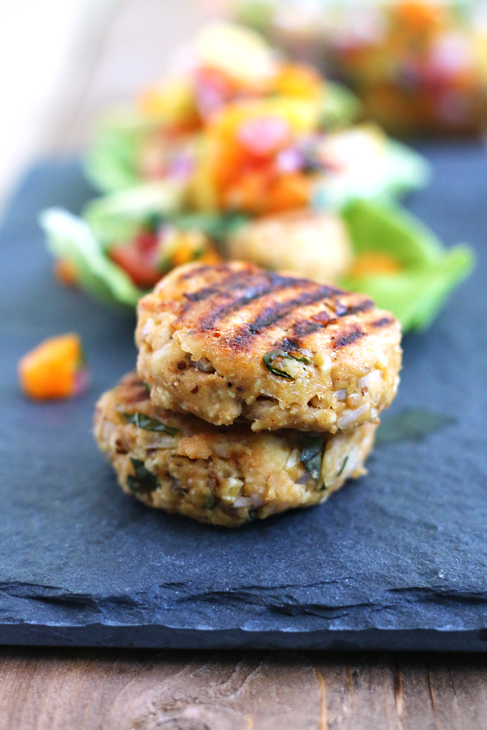 Quick and easy healthy grilled salmon burgers made in less than 30 min!
