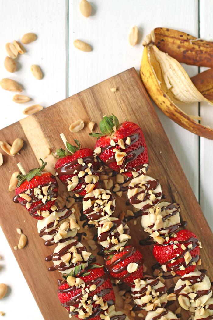 HEALTHY 4 Ingredient BANANA SPLIT KEBABS made in 15 min!