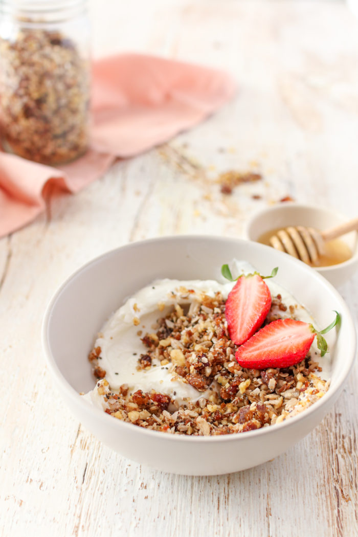 A quick, 5-minute rawnola full of crunchy nuts and seeds, healthy fats and sweet dates. Perfect for breakfast or a snack and is incredibly easy to make!