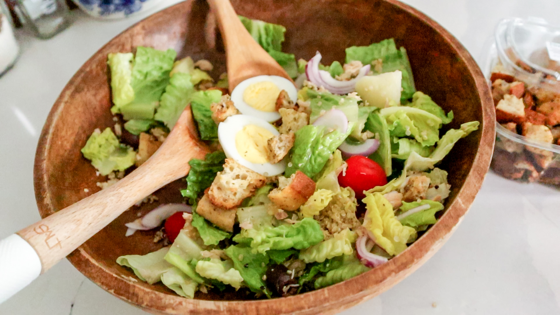 a nicoise salad in a wooden bowl